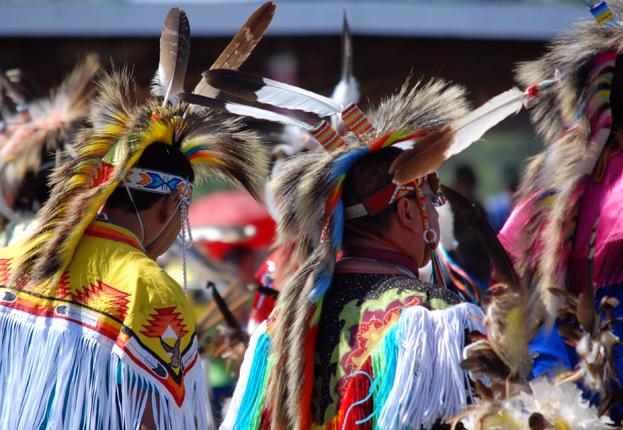 Powwow dancers</body></html>