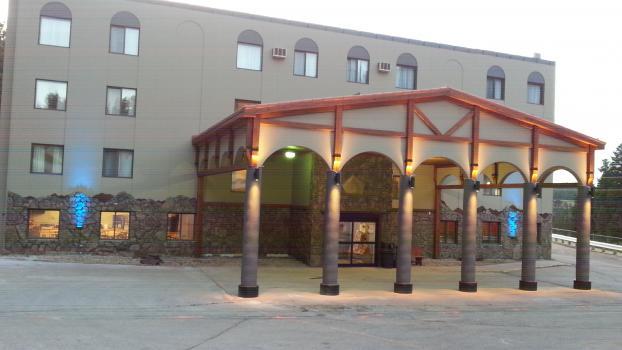 Blackstone Lodge & Suites