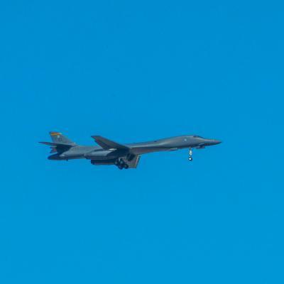 B1B flying
