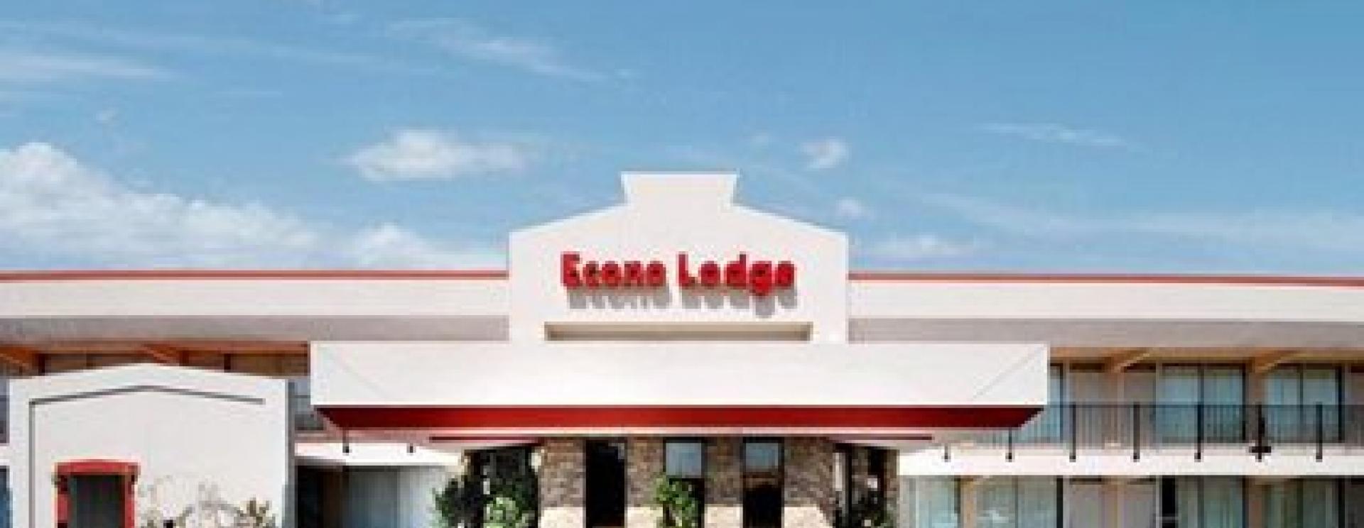 Econo Lodge - Wall