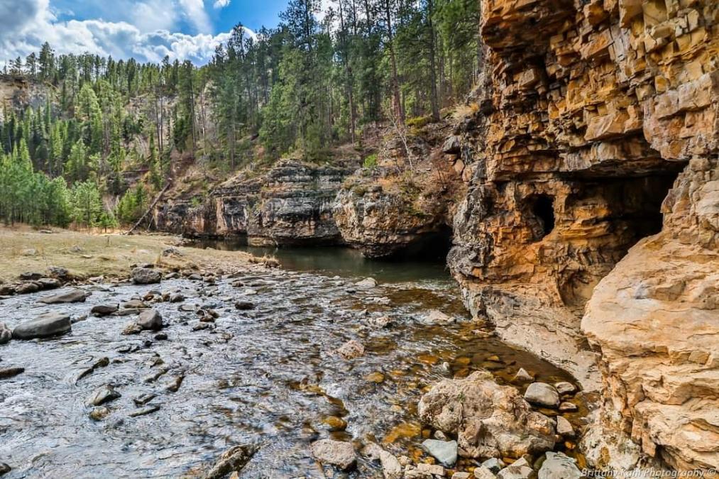 Creek Caves Trail